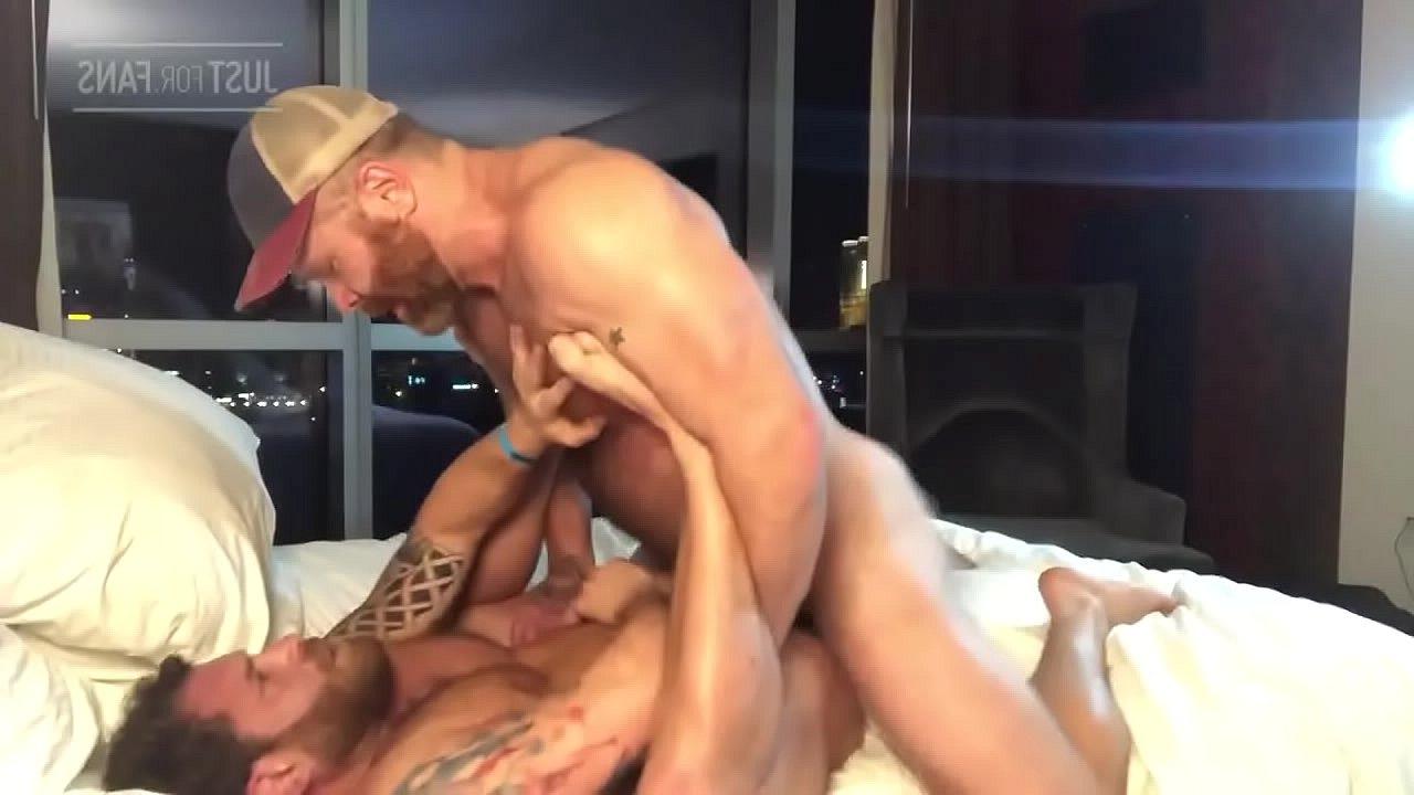 Gay Pornosu – 5 İbne bibirlerini sikiyor